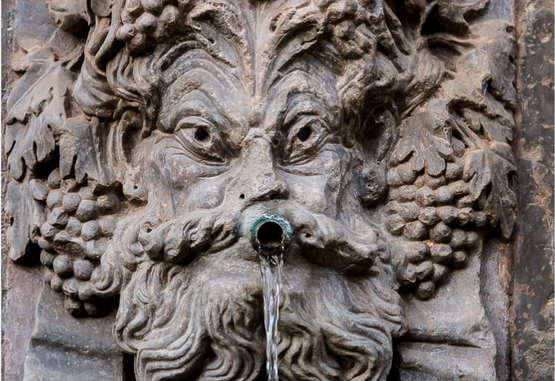 fuentes y pilares del entorno de La Alhambra